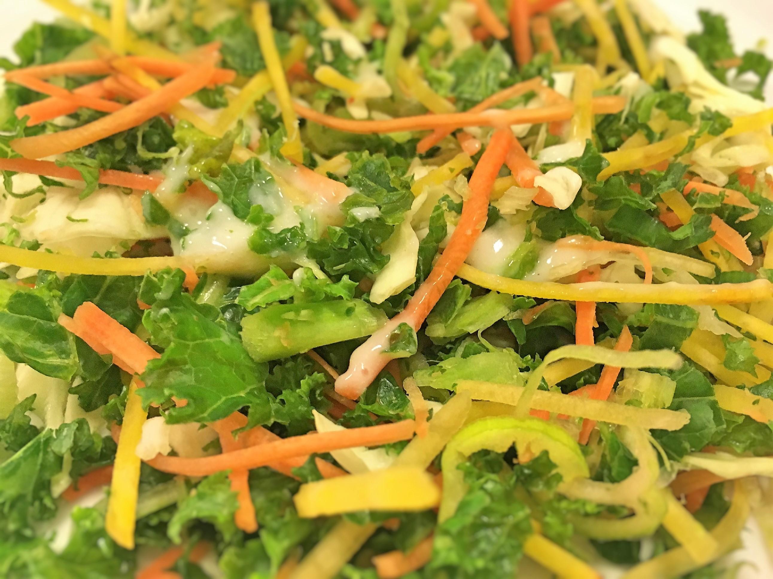 Grønkål, grønkålssalat, gulerødder, gule beder, springløg, opskrift, superotium, sund