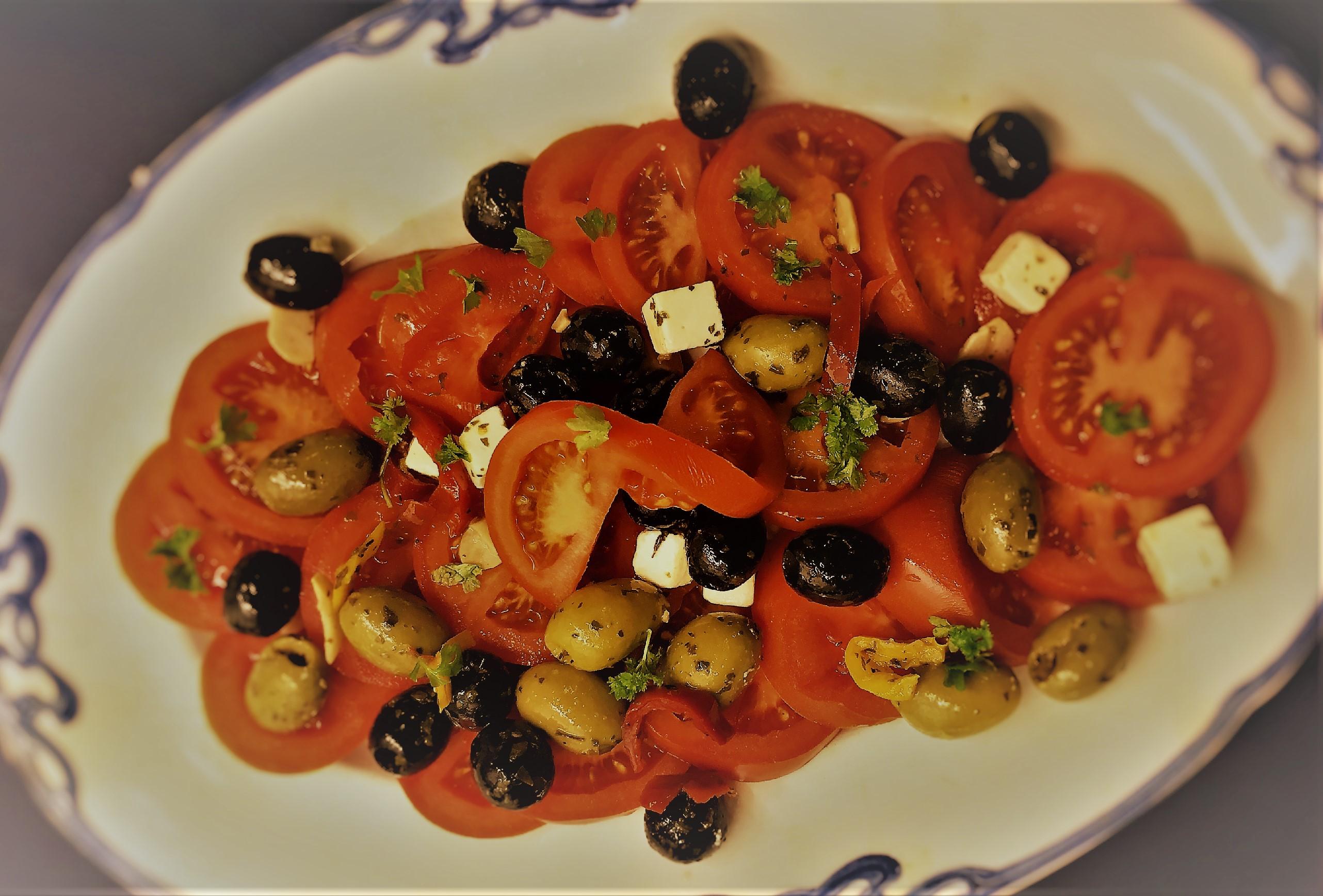 Tomatsalat, tomat, salat, opskrift, sund, hjerte, superotium, oliven, grønne oliven, sorte oliven