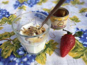 Fedtfattig græsk yoghurt med honning, sund morgenmad, hjertesund, Grækenland, opskrift, SuperOtiium