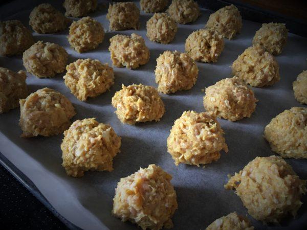 Kyllingefrikadeller opskrift med kyllingefars og frisk koriander, sunde opskrifter, SuperOtium, hjertesund mad, frikadeller i ovn